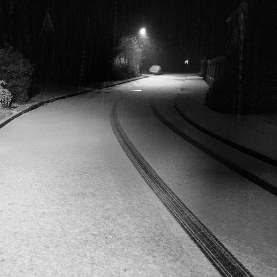 Snow falling down a street in Northamptonshire Snow Snowing Snow Day Snow ❄ Weather Weather Channel Northampton Northamptonshire Northants Uk United Kingdom