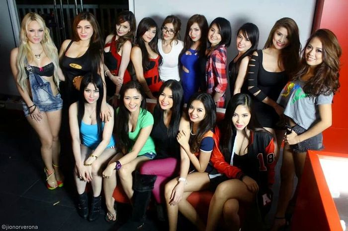 With my Co-models Repsol babes @ehya_ac Philippines CarShow Carbabe Mygirls♡