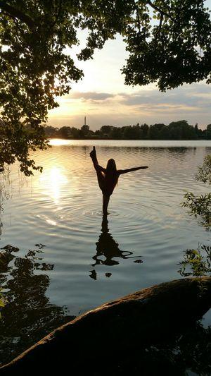 Silouette Schwerin Wasser Sonnenuntergang Natur Spielerei Rhythmic Gymnastics Licht Und Schatten Schatten RSG