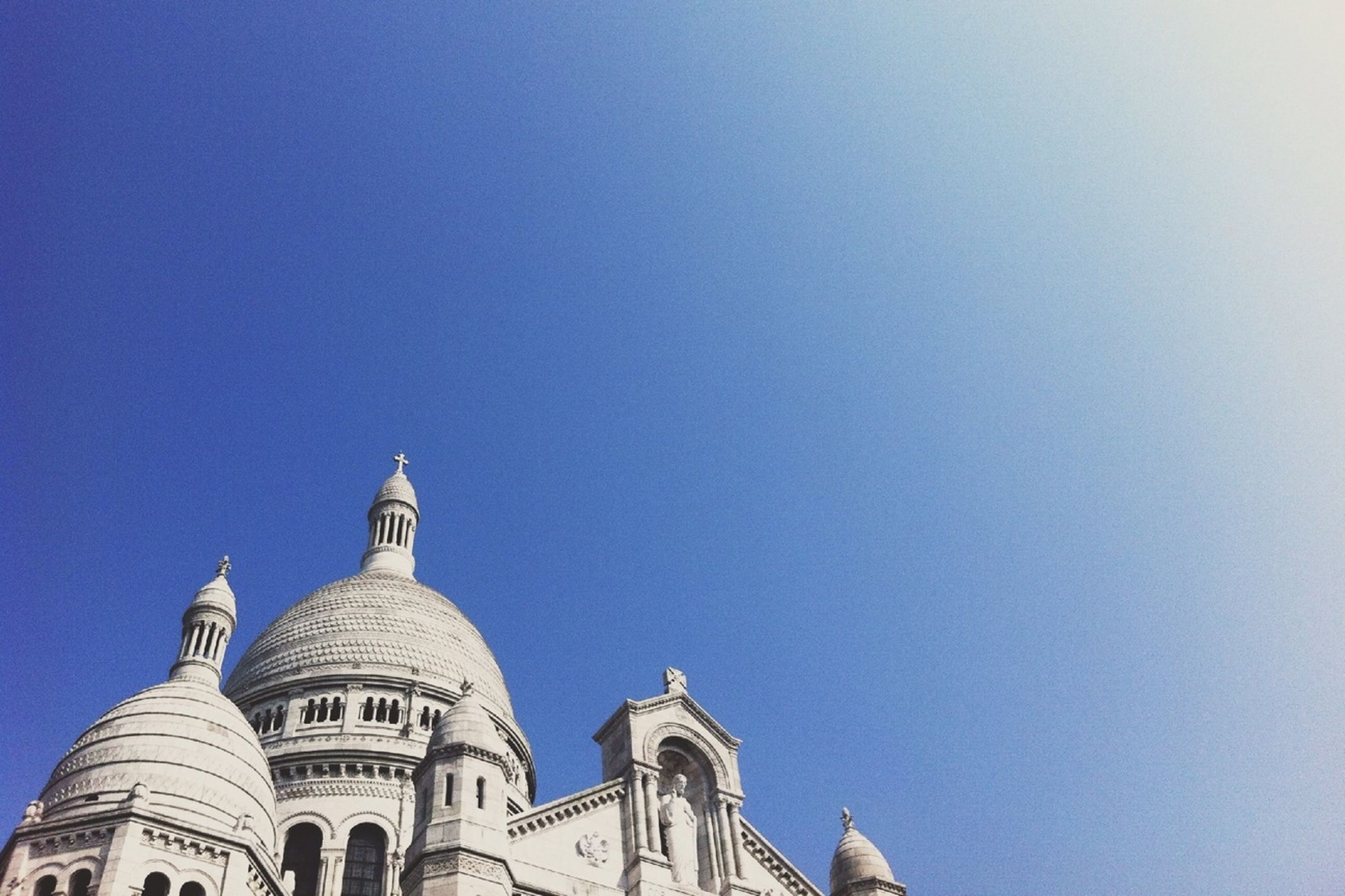 architecture, building exterior, built structure, clear sky, place of worship, religion, dome, spirituality, low angle view, copy space, church, high section, famous place, cathedral, travel destinations, international landmark, blue, travel