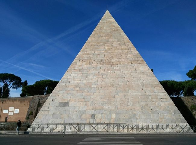 Pyramid History The Past Triangle Shape Geometric Shape Monument Travel Destinations Egiptian Cityscape Cloud - Sky Day MerryChristmas Rome Italia City Of Architecture ©danielepedone/brucefinestra All Rigths Reserved Egiptian Eyes