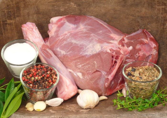 Beef Black Boar Bratenflleisch Bräter Fleisch Food Food And Drink Freshness Healthy Eating Indoors  Ingredient Meat No People Pork Raw Raw Food Roh Schwarzwild SLICE Wildschweinbraten Wildschweinrücken Wood - Material Zutaten