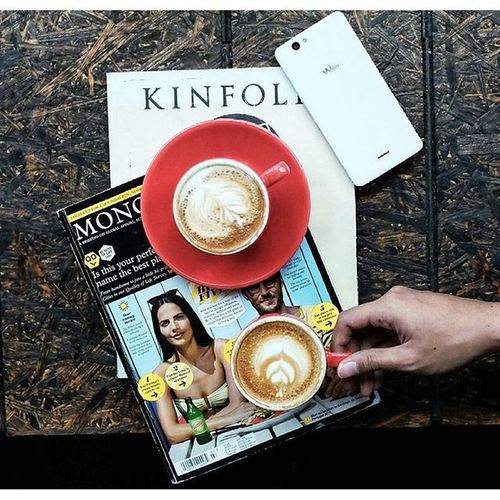Better latte than never.. 😳😳 Anakkopi Manmakecoffee Handsinframe Igerscoffee instacoffee coffeetime coffee coffeeaddict coffeeporn ngopi ngopidoeloe coffeelover hobikopi latepost instagram