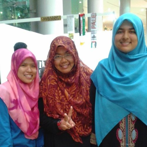 Alhamdulillah....Warghhh dapat jumpa senior lejen MrsmTaiping tuuuu ^^ Kak @tinatito *the one in pink hijab* she is awesome... Woot... Kak tina, kat sini baru syiffa nk confess, dulu time kat maktab dlm surau when its Maghrib time, after the solat me and other friends selalu stalk Kak Tina, Hahahaha because you are the awesome, gila-gila, havoc senior... ^^ and you kak @cheetahazmah no worries, sama jugak, our eyes were on you...hahaha tu laa sape suruh havoc binti awesome sgt... ;) ^_^ I dont know about others but, myself I do adore these seniors and there are few more names that I adore since school, there are kak @qishrashid , kak @farahjefri , kak Hanan, Kak Aisyah Liyana and etc which it might cause me to make a list of those name kalau nk mention sume... Hahaha... You girls are really awesome, insipiring others in ur own way... Ukhwahfillah~~~ May Allah bless all of you ^^ TOF2013 Thesunnahthebetter
