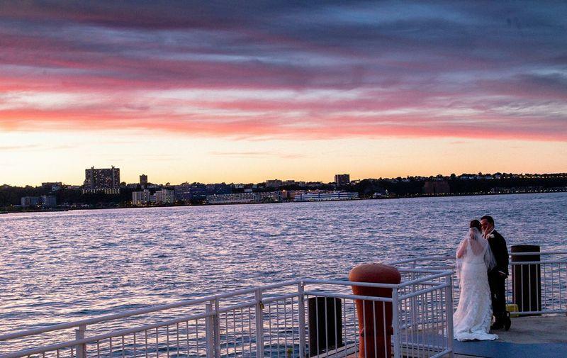 Sun sets, love rises. #eabreuweddings #portraits #portrait #eabreuportraits #newyork #newyorkcity #nyc eabreunyc
