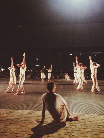 Billy Cowie: Attraverso i muri di bruma - Lens Flare Culture Art Blurred Motion Dance Event Modern Ballet Dancers Ballett Classic Ballet