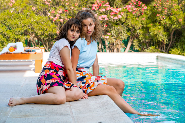 Young couple sitting in swimming pool