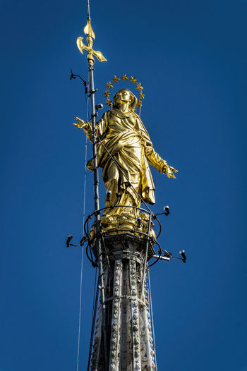 Duomo Di Milano Famous Place Human Representation La Madonnina Low Angle View Monument O Mia Bela Madunina Che Te Brilet De Luntan Statue Tall - High