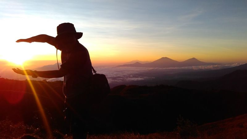 Mountain Landscape Nature Sunset Travel Beauty In Nature Looking At View Hiking Fog One Person Outdoors Sky Adventure Adult Cloud - Sky Mountain Peak People One Man Only Adults Only Only Men Indonesia Mountain Praumountain EyeEmNewHere