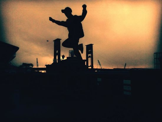 """I'm not worried about what I'm going to be in the future, whether I will succeed or fail. But definitely what I do now will shape me in the future ""(Naruto Uzumaki) No People Silhouette Statue Night Sky Outdoors City Clouds Sunrise Fly Sun Day Musiriver River AmperaBridge Pic Photo Ampera Bridge Palembang INDONESIA First Eyeem Photo Southsumatera"