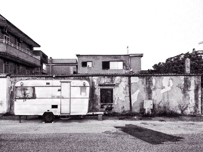 Urban Urban Decay Caravan Wall Cracked House Vintage Old Hanging Out Taking Photos Blackandwhite Monochrome Street Streetphotography 2016 EyeEm Awards