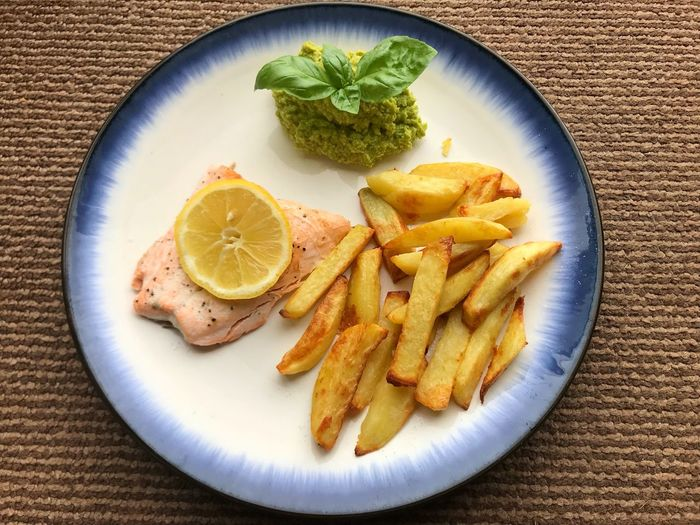 Salmon with chips and pea purée Fish And Chips Fries Chips From The Oven Pea Puree Salmon Fillet Healthy Version Food Healthy Eating Freshness Plate Ready-to-eat No People Serving Size Close-up Lemon Potato High Angle View