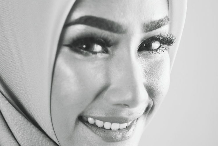 Hijab Hijabstyle  Hijabfashion Hijabbeauty Girl Young Women Portrait Human Eye Beautiful Woman Looking At Camera Human Face Headshot Studio Shot Women Beauty Eye Make-up Eyeshadow Eye Religious Dress International Women's Day 2019
