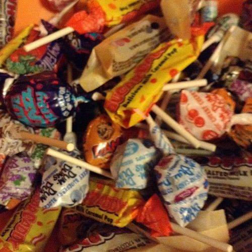 Well since you guys didn't come to my house I guess these candies are mine!! >=) haha Candywasted Gonnavisitthedentist