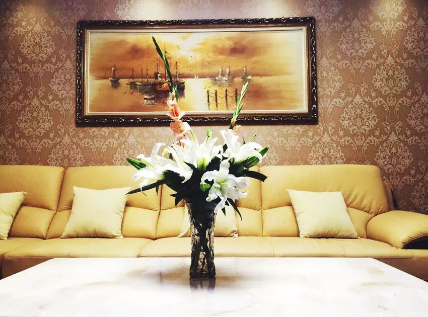 Flowers Flower Vase Indoors  Home Interior Table No People Bouquet Living Room Home Showcase Interior Modern Nature Day Close-up