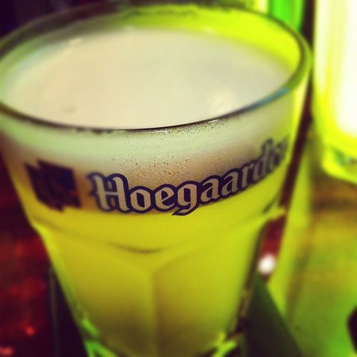 ベルギービール、ヒューガルデン。えーっと、何杯めか覚えられません。