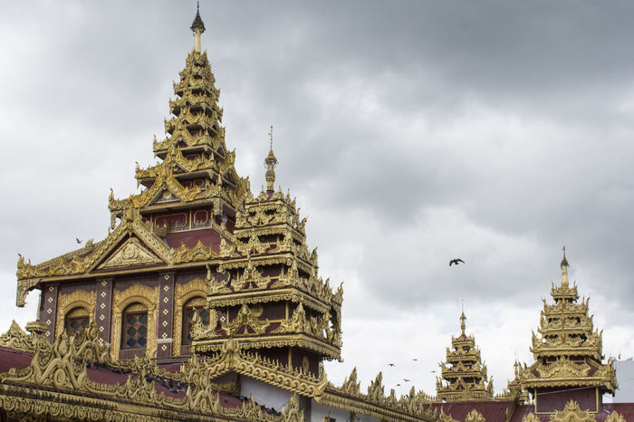 Top roof of Shwedagon pagoda in heart of Yangon,Myanmar Architecture Building Exterior Built Structure Cloud - Sky Fashion Gold Gold Colored Gold Series @txemabuenodaz No People Place Of Worship Religion Shwedagon Shwedagon Pagoda Sky Spirituality Travel Travel Destinations