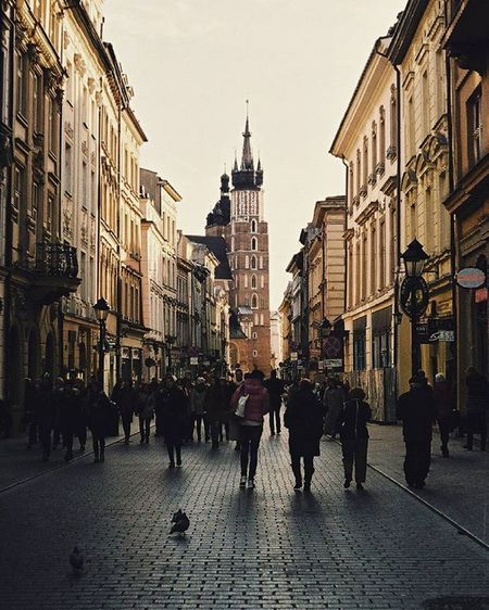 Cracow Florianska Analogue Analog Film Filmshooters Filmphotographer 35mm Fuijfilm Praktica Street Analoguephotography Kościół Mariacki Church Lubiepolske Loves_Poland Art Photooftheday