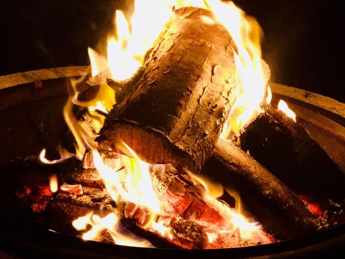 Burning Fire Flame Fire - Natural Phenomenon Heat - Temperature Night Log Glowing Firewood Close-up