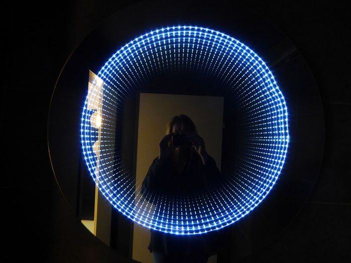 love that mirrorlamps🤗 Indoors  Simple Photography Simple Beauty For My Friends 😍😘🎁 Thankful🦄 Lucky Me🦄 In Motion, Life Is Motion Beautiful Light City Technology Circle Capture Tomorrow