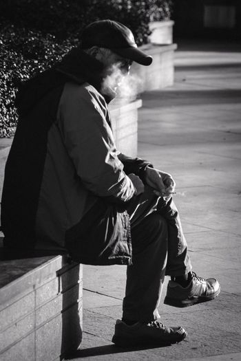 老头真帅 Street Photography EyeEm Best Shots EyeEm Gallery Naoki_n_eyeemgallery One Person Real People Full Length Side View Shadow Lifestyles Sunlight Day Social Issues Nature Casual Clothing Street Outdoors Sitting City Looking Away Leisure Activity Men Adult