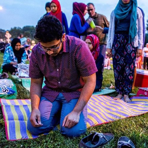 @thetraveler96 and @kaamelaaa reading salaat before breaking their fast on the side of the road on the 4thofjuly at Ida Lee Park. The food was ready picnic style with a selection of Wings , Rice , ChipsAndSalsa and Lemonade before the Fireworks commenced. It was a perfect blend of Patriotism for both nationalities, Indian and American . Ramadan  Fasting Spicybuffalo Barbeque Tostitos Park Concert Prayers Islam Muslim Ztprod