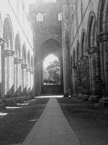 Kirkstall abbey Kirkstall Abbey Summer British Summertime