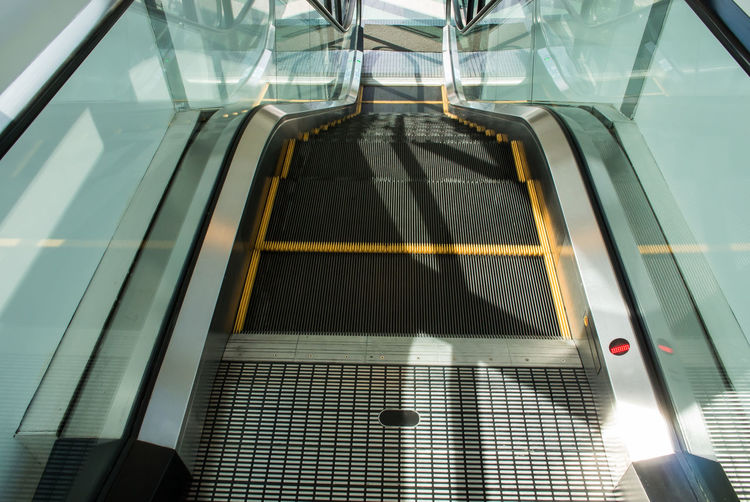Accelerate Automatic Continuous Run Downstairs Drive Escalator Indoors  Modern Motion No People Staircase Technology Transport Urban Way-down
