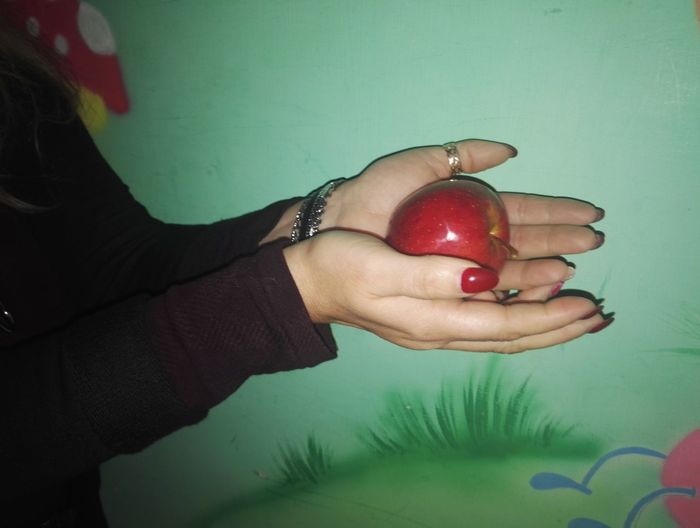 One Person Human Hand Green Color Red Nail Polish Biancaneve Apple - Fruit App