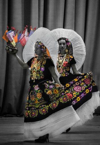 Tehuanas Tehuana Mexico De Mis Amores Mexicolors Mexico Woman Oaxaca México  Oaxaca Dancer Women