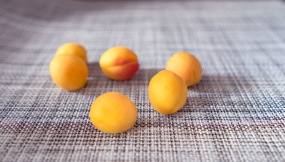 Apricot Apricots Orange Food Food And Drink Freshness Fruit Fruit Photography Fruitporn Fruits Healthy Healthy Eating Healthy Food Healthy Lifestyle Healthyfood Indoors  Orange Color Table Yellow