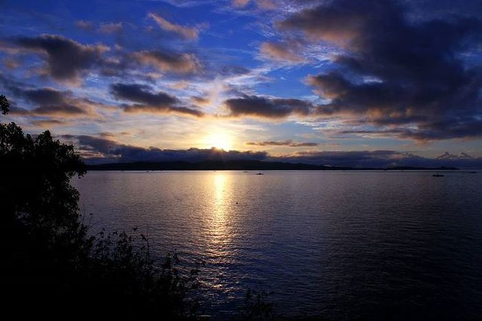 Sunrise dibalik Pulau Talise. Hangatnya Matahari tak Terbendung. ➖➖➖➖➖➖➖➖➖➖➖➖➖➖➖➖➖➖➖➖➖➖📍 Pulaugangga Likupang Minahasautara Sulawesiutara INDONESIA 📷 Eos600d Canon Canonphotography Canon600D Instanusantara Instanusantaramanado Instagram Instapantai Instapulau Instapulauindonesia