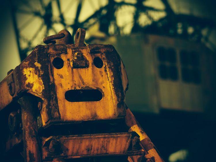 夜景 Robot 顔に見える 重機 OSAKA Japan 大阪 ロボット なんか顔 Iseefaces