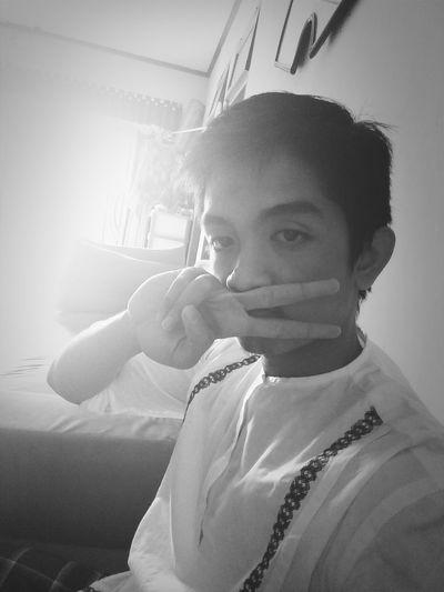 Vsign Hi! Selfie Hello World