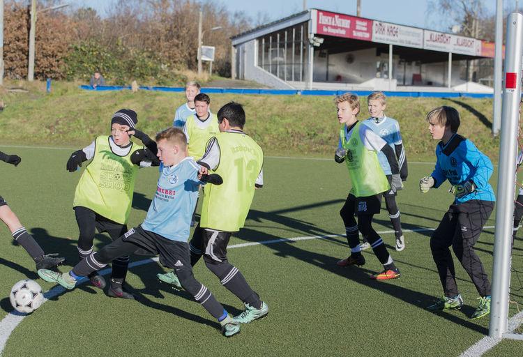 Young Soccer player Ball Child Child Referee Footballers Fussball Fußballschuhe Jugend Jugendfußball Leistung Nachwuchsspieler Soccer Soccer Shoes Spielen Sport Trikot Young Youth Football  Youth Players