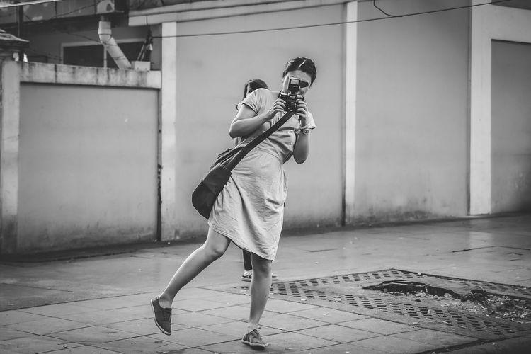 People One Person One Girl Only Adult City Motion Photographer Photography Streetphotography Street Streetphoto Blackandwhite Streetphoto_bw Blackandwhite Photography Black And White Blak&white Girl With Camera Bangkok Bangkok Thailand Bangkok City Bangkoklifestyle Uniqueness