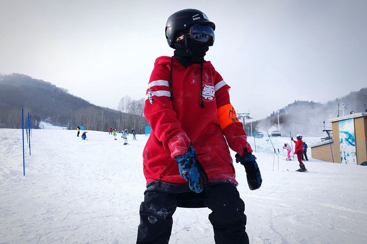 EyeEmNewHere Winter Cold Temperature Snow Headwear Warm Clothing Winter Sport Mountain Sport Outdoors Day Helmet Nature Ski Holiday Sports Helmet Lifestyles Real People Vacations Snowboarding People Sky Snow ❄ The Week On EyeEm Popular Photos People Watching