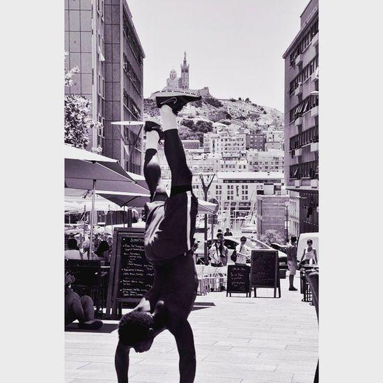 La tête à l'envers à Marseille Lors de l'Instameet samedi matin 👍 Igersmarseille Massilia Marseille Newhotel13 Newhotelofmarseille Exponewhotel13 N &b Street Urban Marseillerebelle Bnw_mar Igersfrance