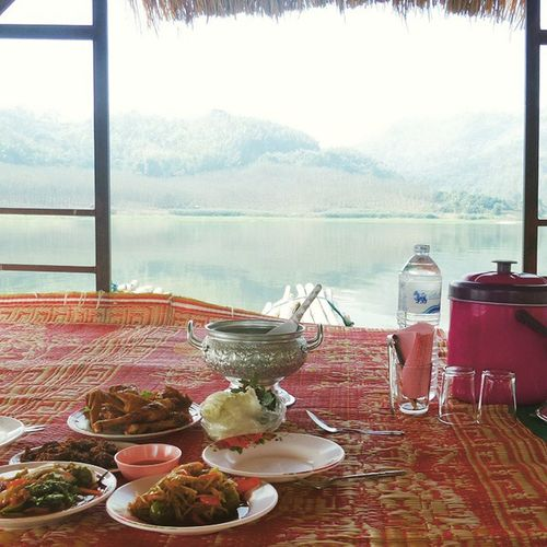 Diner on the lake Huaikathing Isaan Thailand Roadtrip loei nature lake