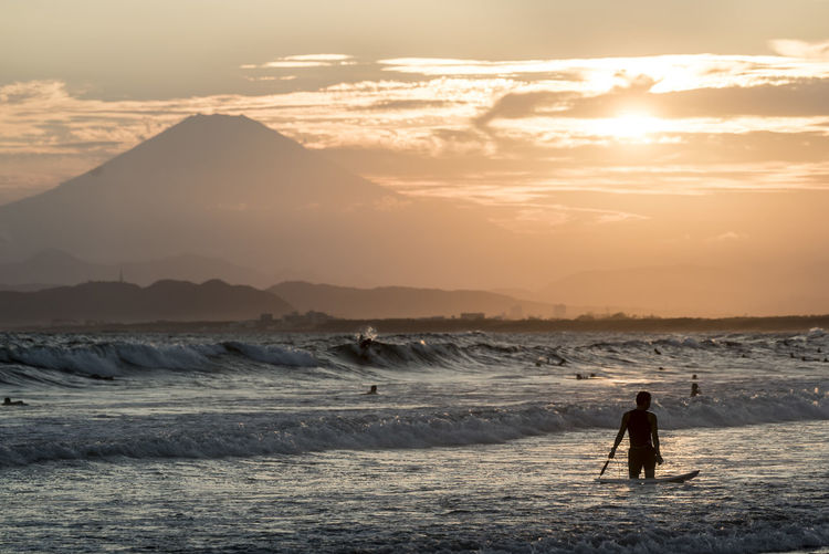 Beach Life Beach Photography Beauty In Nature Enoshima Japan Nature Sand Scenics Sea Sunset Sunset Silhouettes Sunset_collection Tourism Tranquil Scene Tranquility Vacations Water