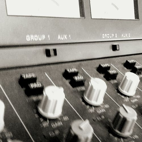 Blanco Y Negro B&w B&w Photography Mixer Black & White B&w Gothic Knob Still Life Studio Shot No People Mix Tape Session Recording Session Remix Mixer, Consola, Antaño Console Mixers ♡ Studio Engineer Recording Studio Recording Artist Recordingstudio Recordingstudiosession Vintage Look Knobs&buttons Music