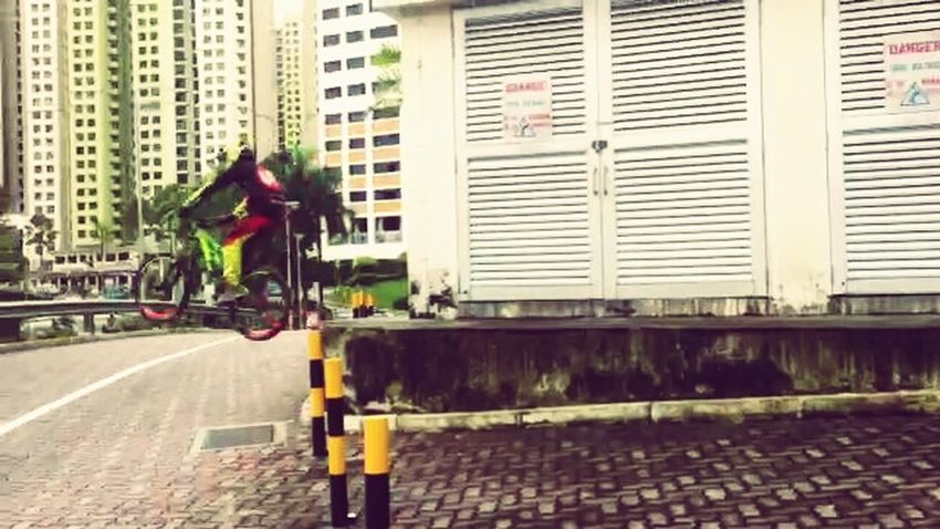 Yesterday noon riding urban at Bukit pangjang SCOTTvoltage Downhill/ Freeride Mtblife Urbanriding Singapore City Mtbpassion Srammtb