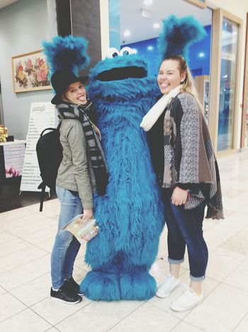 Ahhhh I met the cookiemonster 😍 Cookies Monster Blue Cookiemonster Fun Hanging Out Cheese! Enjoying Life Traveler Traveladdicted