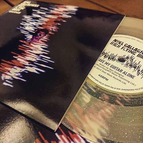 等了一個月,終於收到了~ Noelgallaghershighflyingbird NoelGallagher Vinyl Riverman