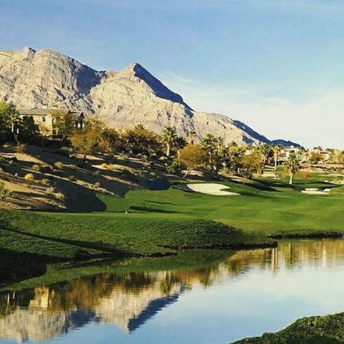 It's NationalGolfDay , but any day is a good day to hit the links at @RedRockArroyo Golf Club ⛳