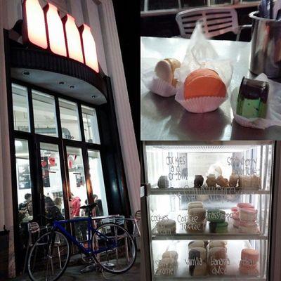 Yes, we biked to #MILK #Fixedgear #unknownbikes #leaderbikes #thaitea #macaron #icecream #cold #worth Icecream Macaron Cold Milk Fixedgear Worth Thaitea Unknownbikes Leaderbikes