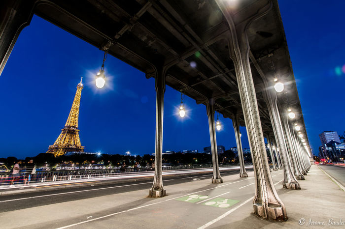 Bir Hakeim's Bridge Eiffel Tower Paris Bridge - Man Made Structure City Longexposure Longexposurephotography Night Sky Street Street Light Streetphotography HUAWEI Photo Award: After Dark
