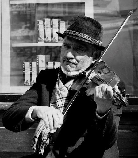 Feeling the music Showcase April City Life Life Bucharest Blackandwhite Blackandwhite Photography The Street Photographer - 2016 EyeEm Awards