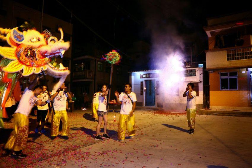 燒炮仗 - Dragon dance parade Night Lights Light And Shadow Light And Shadows Dragon Dance Parade Things I Like EyeEm Gallery Yuen Long Yeung Uk Tsuen EyeEm Masterclass Hong Kong
