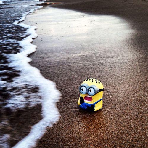 Heeelp!! Minions Beachphotography Hollidays Iphonephotography